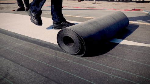 unrolling of sheet roofing membrane